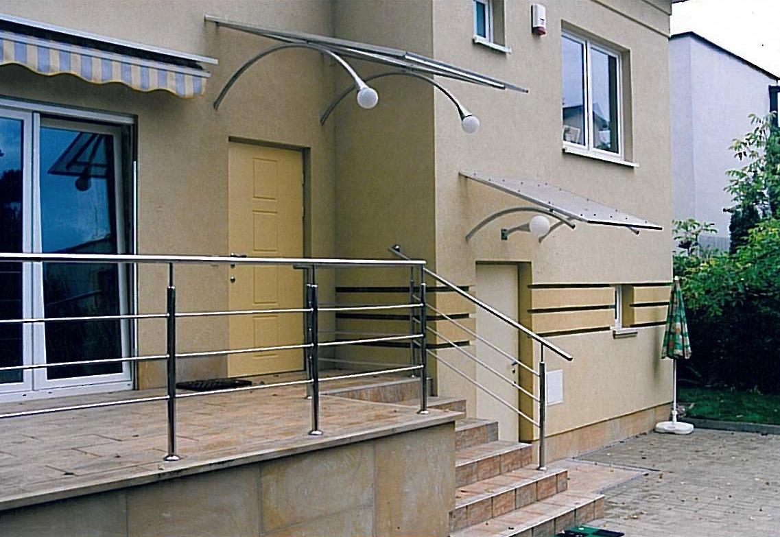 Współczesna balustrada ze stali nierdzewnej