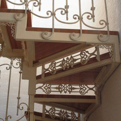 konstrukcja_schodow__balustrada_kuta__stopnie_drewniane_Obraz_336