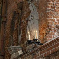 Swieczniki_w_kaplicy_na_zamku_w_Malborku_098A9632